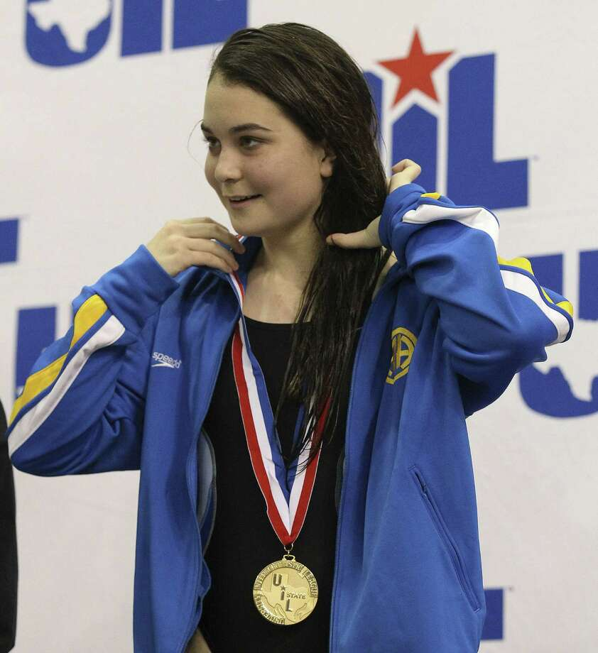 Diver Sine Scribbick, receiving her gold medal as a freshman at last year's state meet, is one of several returnees for a strong Alamo Heights girls team. Photo: Kin Man Hui / San Antonio Express-News / ©2013 San Antonio Express-News