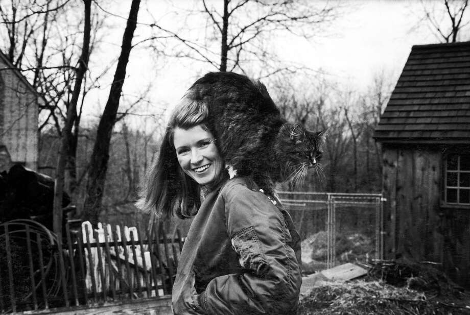 Martha Stewart outside in her Westport backyard with her pet persian cat perched on her shoulder. Photo: Arthur Schatz, Time & Life Pictures/Getty Image