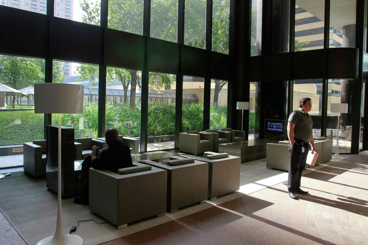 Double-pane windows in the lobby at 2 Houston Center. (For the Chronicle/Gary Fountain, October 6, 2014)