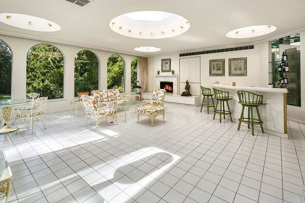 Broadmoor estate on market for first time in 70 years for A w beattie dining room