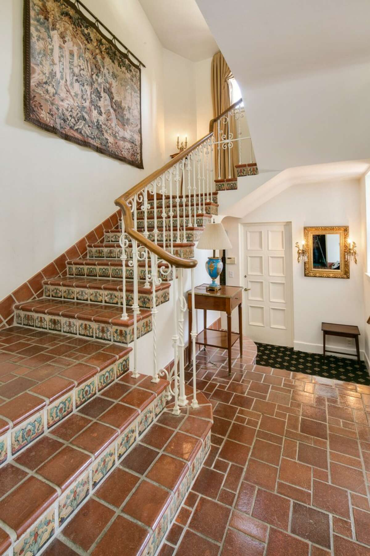 Foyer of 1535 Parkside Drive E.