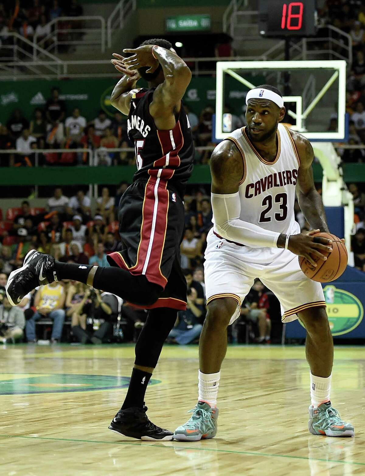 RIO DE JANEIRO, BRAZIL - OCTOBER 11: LeBron James #23 of the Cleveland Cavaliers drives against Mario Chalmers #15 of the Miami Heat at Arena HSBC on October 11, 2014 in Rio de Janeiro, Brazil. NOTE TO USER: User expressly acknowledges and agrees that, by downloading and/or using this photograph, user is consenting to the terms and conditions of the Getty Images License Agreement. (Photo by Buda Mendes/Getty Images) ORG XMIT: 509480769