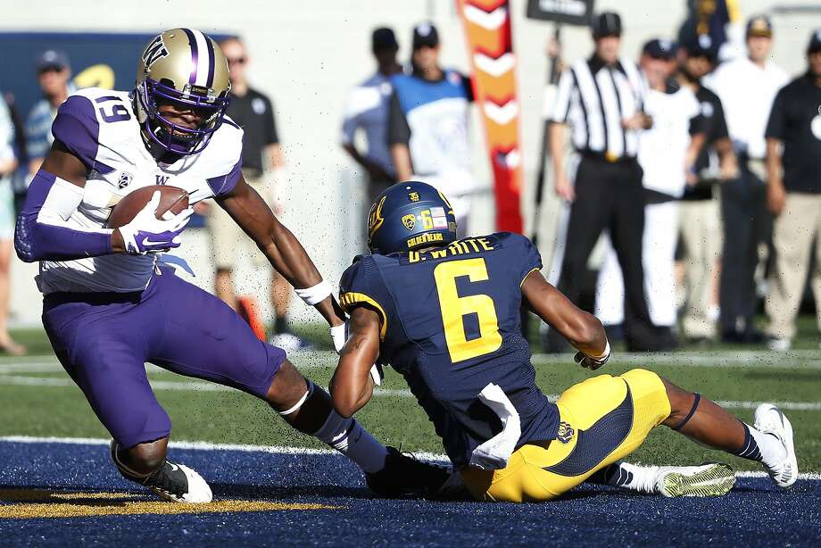 BERKELEY, CA - OCTOBER 11:  Wide receiver DiAndre Campbell #19 of the Washington Huskies catches the ball for a touchdown as cornerback Darius White #6 of the California Golden Bears defends during the second quarter of their game on October 11, 2014 at California Memorial Stadium in Berkeley, California. (Photo by Stephen Lam/Getty Images) Photo: Stephen Lam, Getty Images