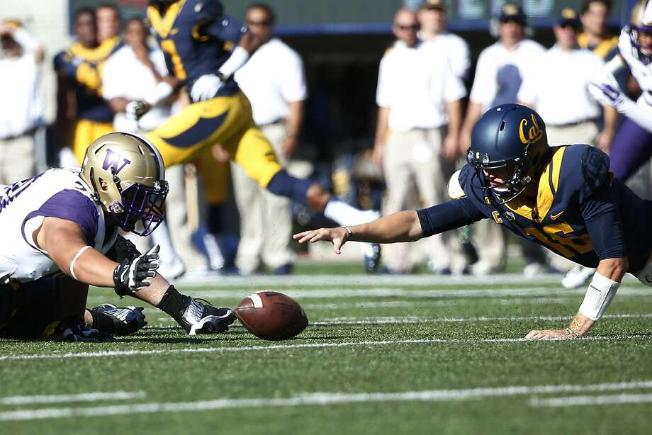 BERKELEY, CA - OCTOBER 11:  Defensive lineman Taniela Tupou #90 of the Washington Huskies rushes to recover a fumble by quarterback Jared Goff #16 of the California Golden Bears during the first quarter of their game on October 11, 2014 at California Memorial Stadium in Berkeley, California. (Photo by Stephen Lam/Getty Images) Photo: Stephen Lam, Getty Images