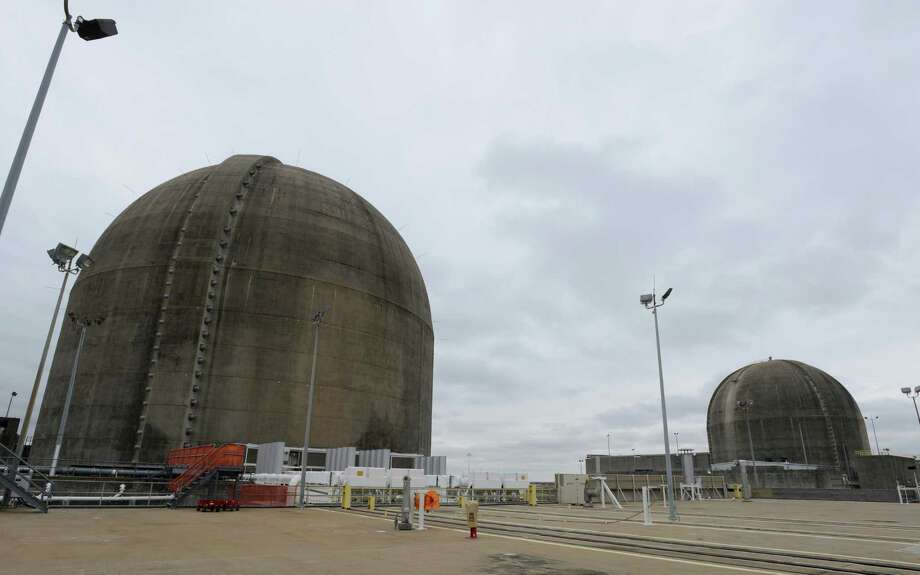 Reactive domes of the South Texas Project nuclear power plant sit under an overcast sky on Friday, Dec. 6, 2013. Photo: San Antonio Express-News / San Antonio Express-News