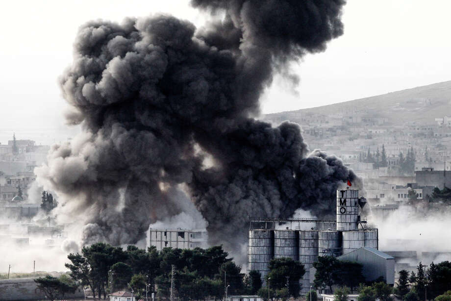 Heavy smoke rises following an air strike by U.S.-led coalition aircraft in Kobani, Syria. Photo: Gokhan Sahin / 2014 Getty Images
