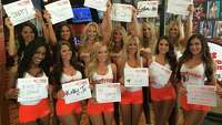 Hooters Girls raise money for breast cancer awareness - Photo