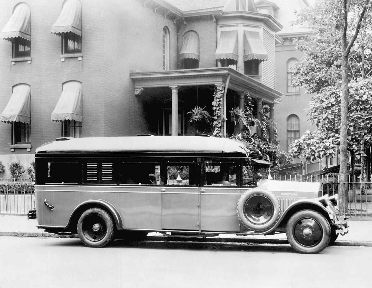 A Pierce-Arrow auto home for the modern auto tourist, October 1926.