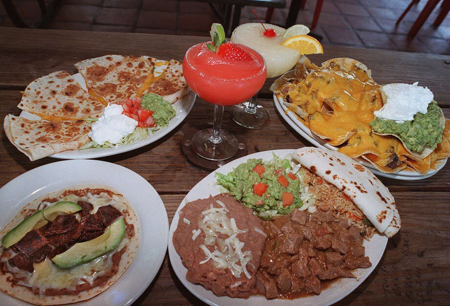 Chacho's: The thing with Chacho's is that you can start your night off drinking and later end it eating, all at the same place.  Photo: GLORIA FERNIZ, SAN ANTONIO EXPRESS-NEWS / SAN ANTONIO EXPRESS-NEWS