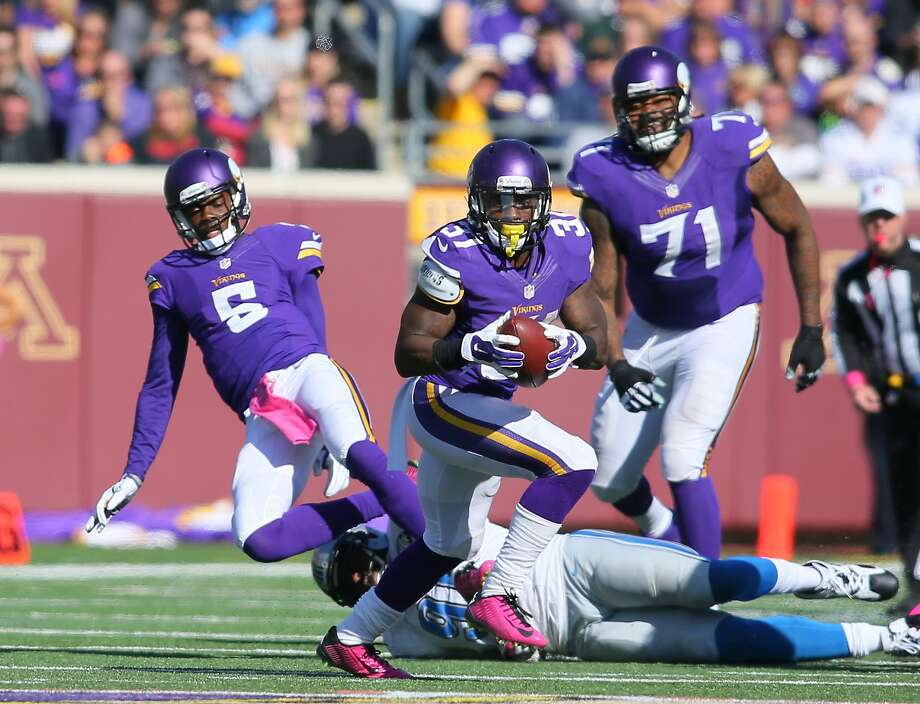 MINNEAPOLIS, MN - OCTOBER 12:  Jerick McKinnon #31 of the Minnesota Vikings carries the ball while teammate Teddy Bridgewater #5 gets tackled by Jason Jones #91 of the Detroit Lions during the fourth quarter on October 12, 2014 at TCF Bank Stadium in Minneapolis, Minnesota. (Photo by Adam Bettcher/Getty Images) Photo: Adam Bettcher, Getty Images
