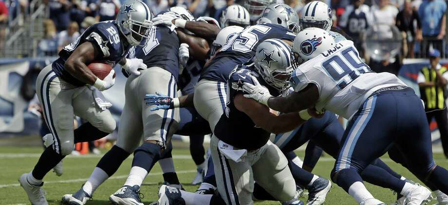 Cowboys running back DeMarco Murray (left) leads the NFL in rushing thanks in large part to a line anchored by first-round draft picks Tyron Smith, Travis Frederick and Zack Martin. Photo: Wade Payne / Associated Press / FR23601 AP