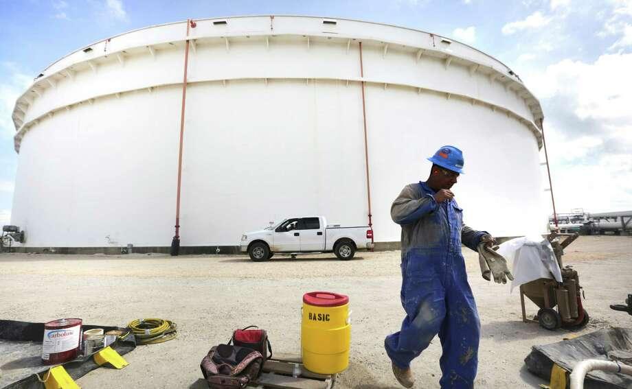 NuStar Energy, constructing a docking pier in Port Corpus Christi, plans a pipeline to Mexico. Photo: Bob Owen, Staff / ©2013 San Antonio Express-News