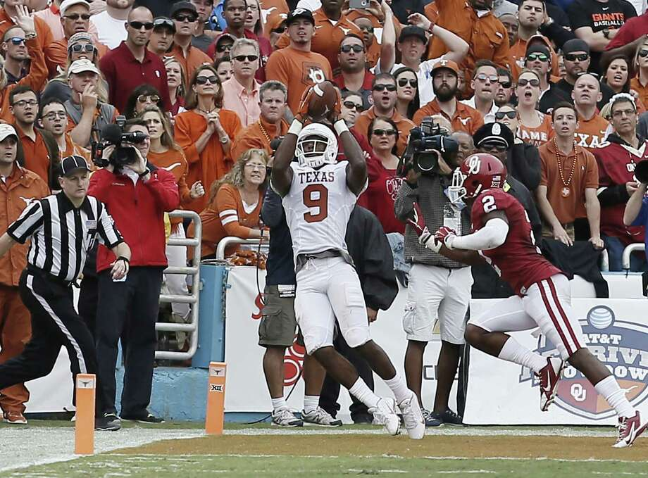 Receiver John Harris, catching a touchdown pass Saturday against Oklahoma, told quarterback Tyrone Swoopes to count on him after the two worked together on the scout team. Photo: Brandon Wade / Fort Worth Star-Telegram / Fort Worth Star-Telegram