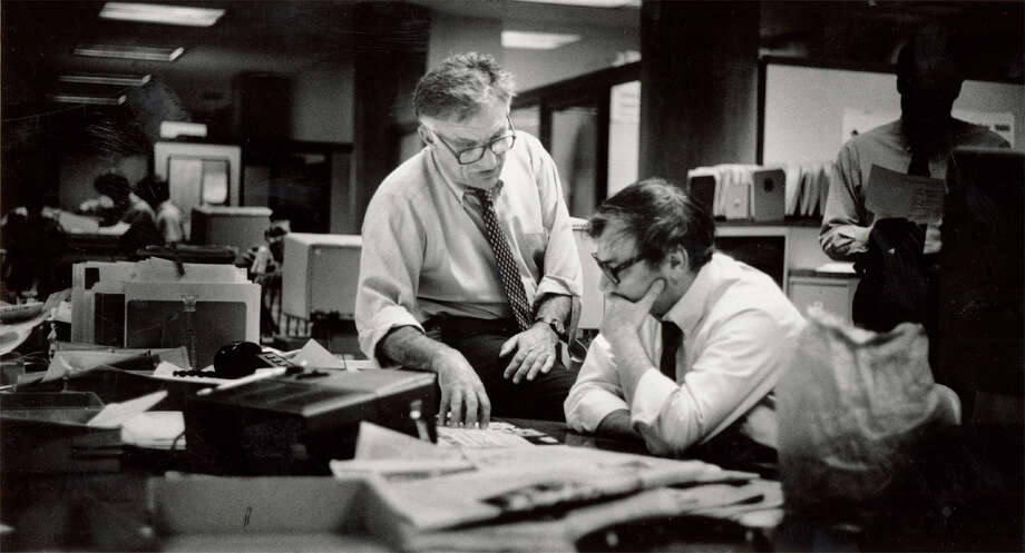 Executive Editor William German talks to Jack Breibart about the next day's front page in 1986. Photo: GARY FONG / SFC