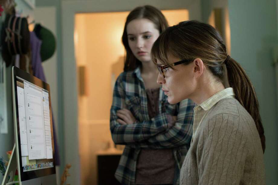 "Patricia (Jennifer Garner, right) checks daughter Brandy's (Kaitlyn Dever) social-media interactions in  ""Men, Women & Children."" Photo: Dale Robinette, HONS / Paramount Pictures"
