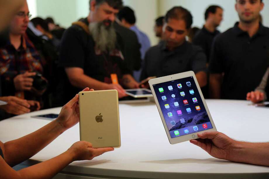 The new iPad Mini 3, left, and iPad Air 2 in Cupertino, Calif., Oct. 16, 2014. Apple introduced new models of iPads Thursday, including a major revision for its iPad Air, the larger and more expensive model, and some improvements for its smaller sibling, the Mini 3. (Jim Wilson/The New York Times) ORG XMIT: XNYT Photo: JIM WILSON / NYTNS