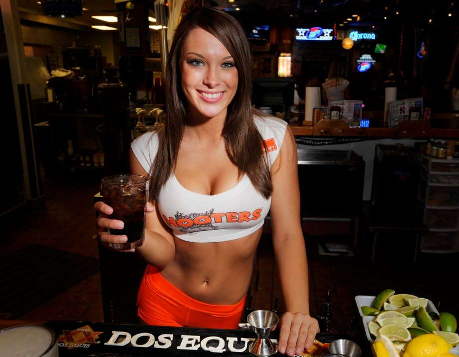 e228b66827213 Hooters is hiring male servers at its new restaurant - SFGate
