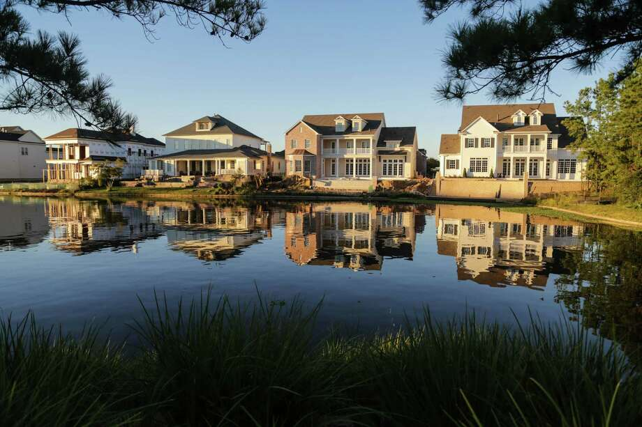 Lake Woodlands adds to the value of residences in The Woodlands, where the median price of a new house has grown to $468,800. Photo: Billy Smith II, Staff / © 2014 Houston Chronicle
