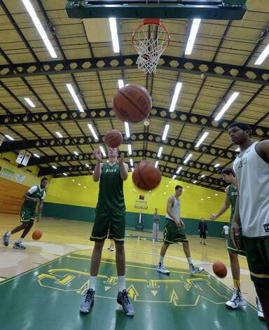 Members of the Siena Men's Basketball team practice during media day Friday morning, Oct. 17, 2014, at Siena College in Loudonville, N.Y. (Skip Dickstein/Times Union) Photo: SKIP DICKSTEIN / 10029024A