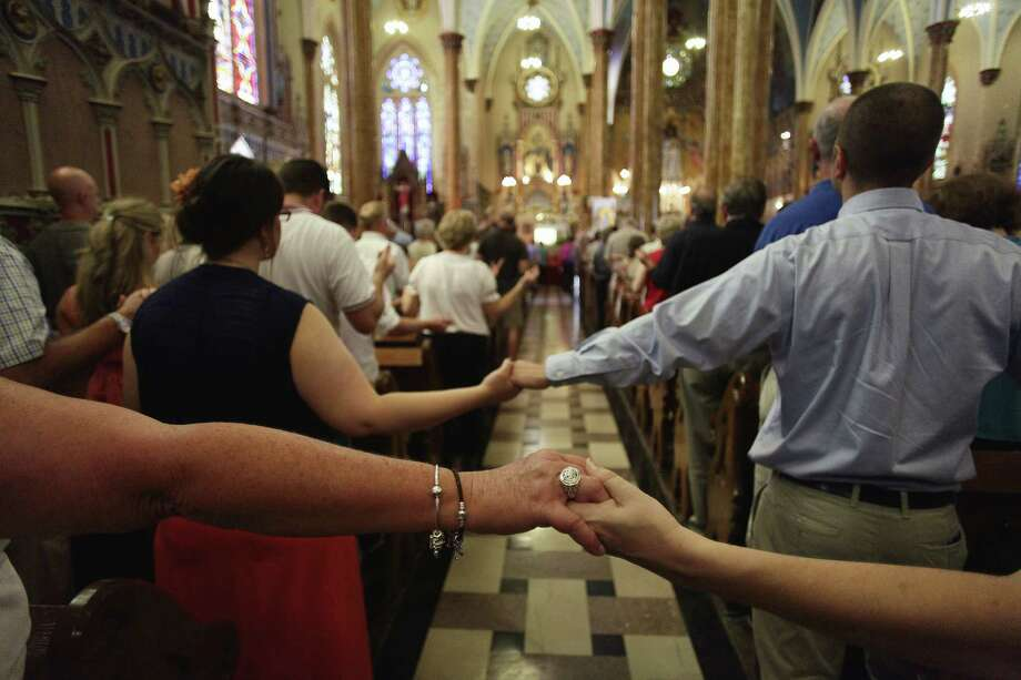 Catholics pray during a recent Mass at St. Albertus Church in Detroit. Mass mobs are catching on in the Rust Belt, particularly around Lake Erie. Photo: Joshua Lott / New York Times / NYTNS