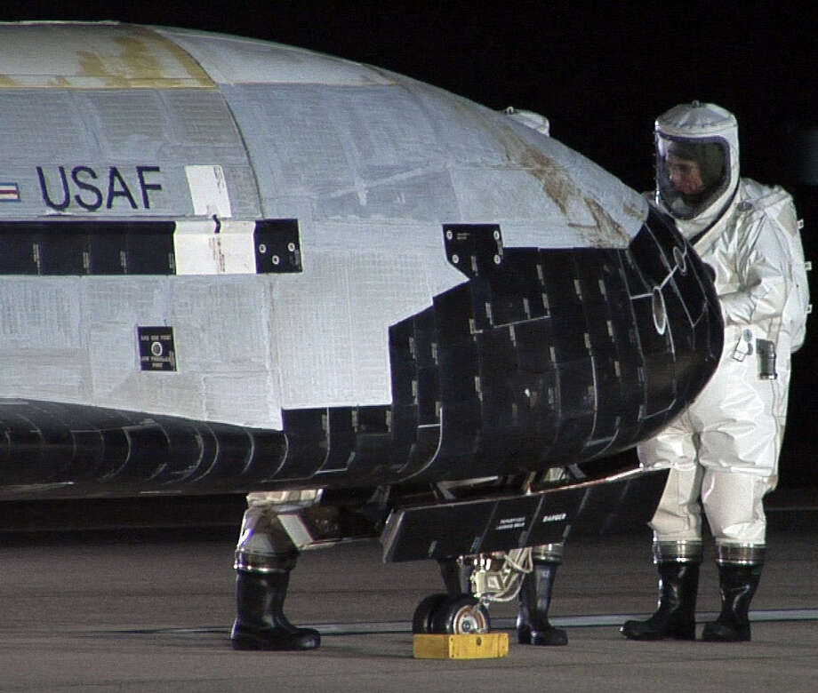 The unmanned X-37B space plane is inspected after landing in this photo from December 2010. Photo: Getty Images / File Photo / AFP