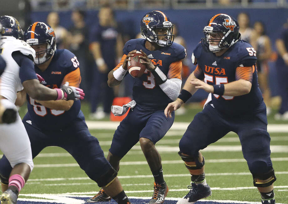 UTSA quarterback Austin Robinson (center), who came off the bench to lead the Roadrunners to victory over Florida International at the Alamodome last week, is expected to earn his first start Saturday against Louisiana Tech. Photo: Tom Reel / San Antonio Express-News