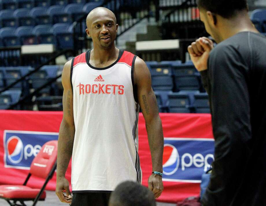 Not having played five-on-five since February, Jason Terry was happy to get back on the court with his new Rockets teammates Friday in Hidalgo. Photo: Gabe Hernandez, MBO / The Monitor