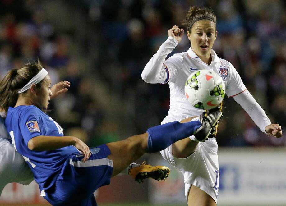 U.S. midfielder and newest Dash Carli Lloyd, right, and Guatemala's Mia Espino battle for control during the first half of Friday's match in Bridgeview, Ill. Photo: Nam Y. Huh, STF / AP