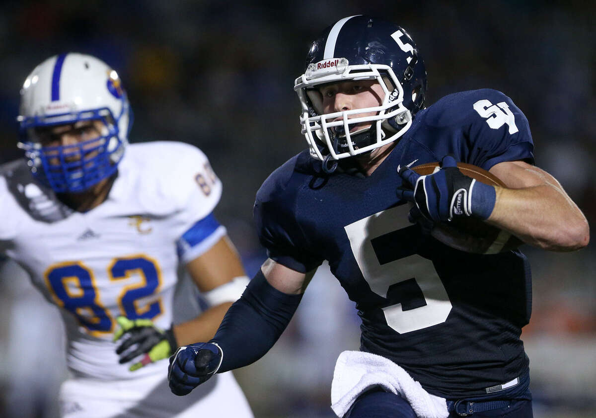 Smithson Valley's Shirl Walter outruns a defender in the first half. The Rangers carried 43 times for 199 yards as a team.