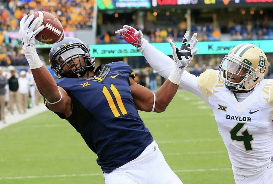 West Virginia's Kevin White, left, beats Xavien Howard for the go-ahead TD in the fourth quarter. Howard also was called for four pass interference penalties. Photo: Chris Jackson, FRE / FR170573 AP