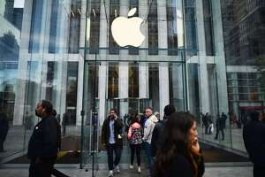 Apple's forecast for holiday quarter exceeds analyst estimates - Photo