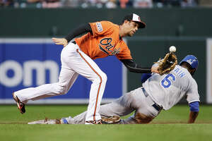 K.C.'s running rabbits pose challenge for S.F. pitchers, Posey - Photo