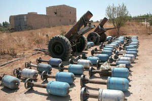 Islamic State fighters seize weapons cache meant for Kurds - Photo