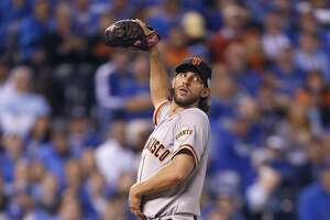 Bumgarner gets early support in 7-1 Game 1 win - Photo