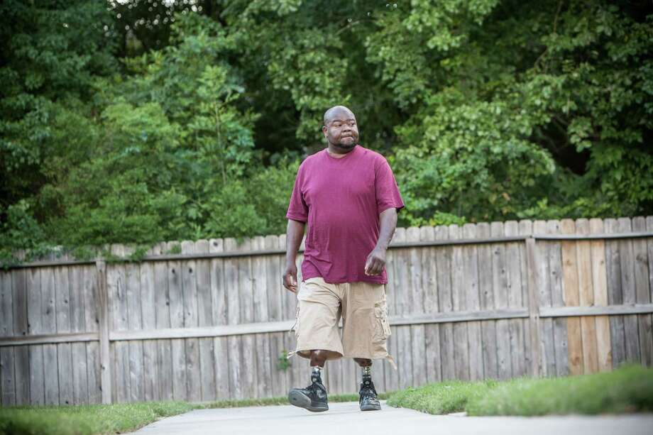 Lejuan Holmes, a kidney transplant candidate, had bariatric surgery to reduce his BMI and make him eligible for transplant surgery. Photo: Michael Starghill, Jr., Photographer / © 2014 Michael Starghill, Jr.