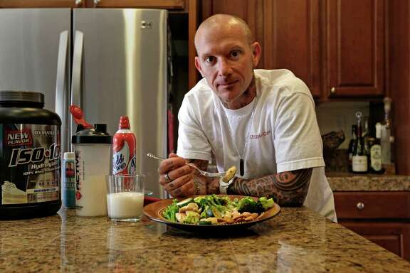 Jayson Leite lost 60 pounds in a year by following an intermittent-fasting plan. His fasting meal includes chicken, vegetables and nuts along with a coconut milk protein shake.