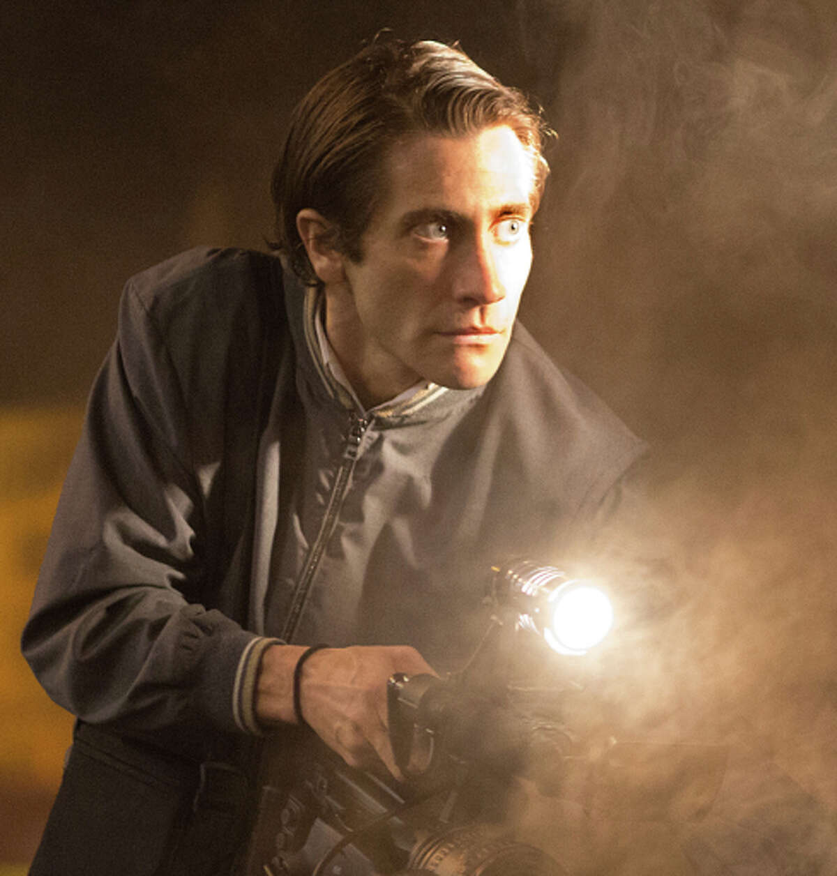 Lou (Jake Gyllenhaal) takes on a risky gig in