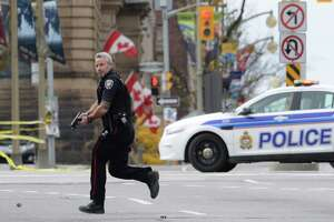 2 dead in shooting attack at Canada's Parliament - Photo