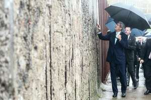 At Berlin Wall, Kerry warns against Cold War redux - Photo
