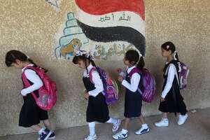 Iraqis return to school after delay from unrest - Photo