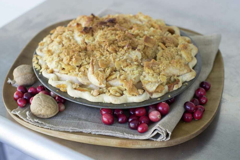 This Oct. 6, 2014, photo shows cheddar whiskey apple pie with butter cracker crumble in Concord, N.H. (AP Photo/Matthew Mead) ORG XMIT: MER2014101918324327 Photo: Matthew Mead / FR170582 AP