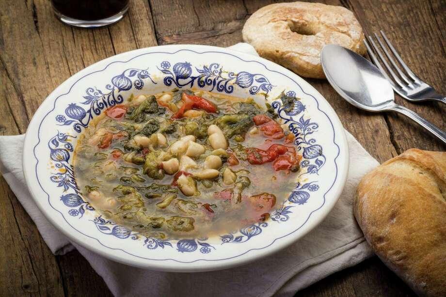 Escarole bean soup / Fotolia Photo: Sergiodigiovanni / Sergio Di Giovanni - Fotolia