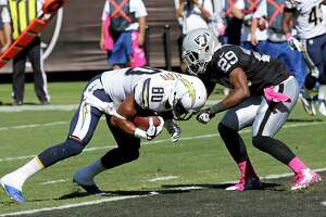 Raiders turn to Mayowa, Ross to replace Woodley, Young - Photo