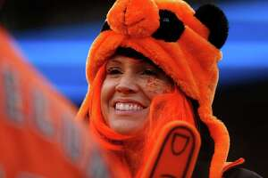 Giants' crowds generate genuine atmosphere - Photo