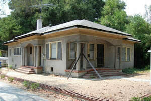 Nearly $2 million for a teardown in Palo Alto - Photo