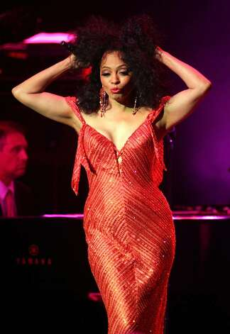 NEW YORK - APRIL 6:  Singer Diana Ross performs to a sold-out crowd at the Thea