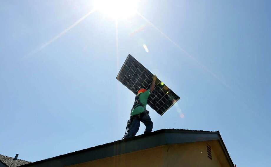An analyst says falling oil prices shouldn't hurt SolarCity. Photo: J. EMILIO FLORES / New York Times / NYTNS