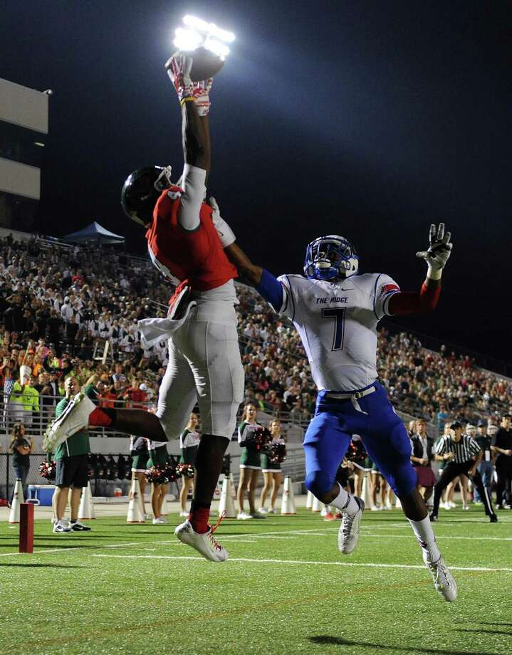 The Woodlands wide receiver Chris Bell, left, can't come up with a reception in the end zone as Oak Ridge defensive back Lamar Handy defends during the first half of a high school football game, Friday, October 24, 2014, at Woodforest Stadium in Shenandoah. Photo: Eric Christian Smith, For The Chronicle / 2014 Eric Christian Smith