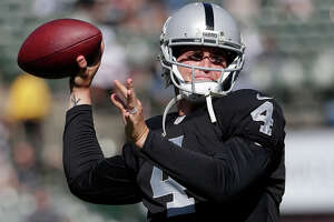 Raiders happy with Carr, who stacks up well among rookie QBs - Photo