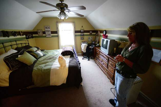 Patty Farrell of Colonie stands in the bedroom where her daughter, Laree, died of a heroin overdose at Farrell's home in Colonie, N.Y. Farrell was interviewed Thursday  May 22, 2014, in Colonie, N.Y. (Will Waldron/Times Union) Photo: WW / 00027007A